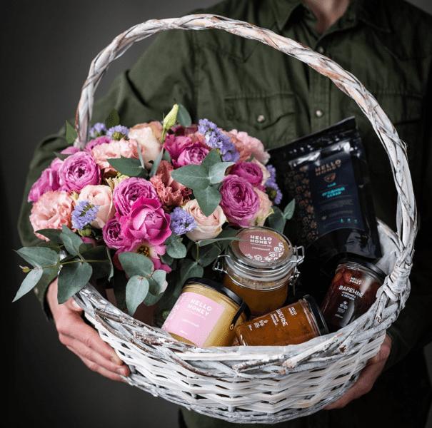 Что подарить на 8 марта: 50 интересных подарков для женщин
