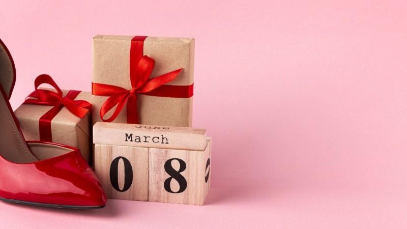 Подборка подарков к 8 Марта: быстро, практично, понравится каждой